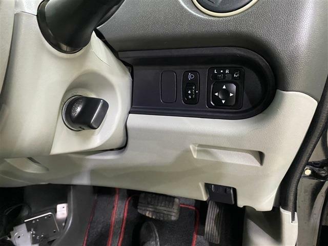 エンジン始動時に鍵を取り出す必要のないキーフリーシステム採用車です!