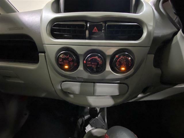 エアコンは、ボタンワンプッシュで設定温度に自動的に調整してくれるオートエアコン仕様です!