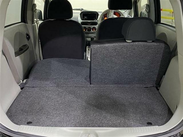 荷物の大きさや乗車人数に合わせて後席のアレンジを変えられます!