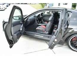 RX-8の特徴でもある観音開きドア☆後席の乗り降りも便利です☆