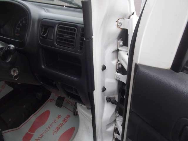 修復箇所ですが、フロント右のピラーを修正の為、修復歴になりますが、ひどい状態ではなさそうです。