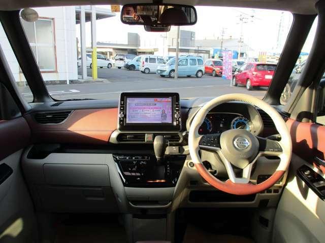 軽とは思えない広さを誇る車内!AUTECH専用の茶色のデザインがよりオシャレな仕上がりに!