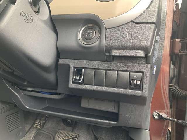 スマートKEY付きです! キーフリーシステム搭載車両となり、鍵をポケットに入れたまま、出さずにドアの開閉やエンジンスタートができます。 エンジンスタートはプッシュ式ですので、とっても便利で簡単です!