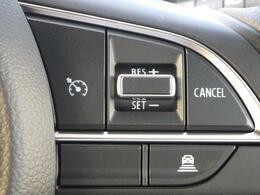 アダプティブクルーズコントロールを装備しています。ペダル操作なしで設定速度を保ちます。先行車がいる場合には、追従します。