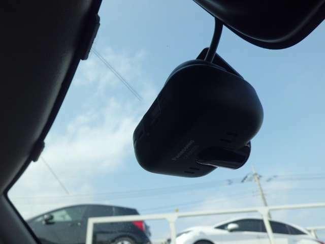 今や必需品となってきましたドライブレコーダー装着(パナソニック製ナビ連動)