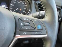 プロパイロット★ドライバーに代わってアクセル、ブレーキ、ステアリングをクルマ側で自動制御。高速道路の運転で感じるストレスや、長距離移動時の疲労が軽減されます。