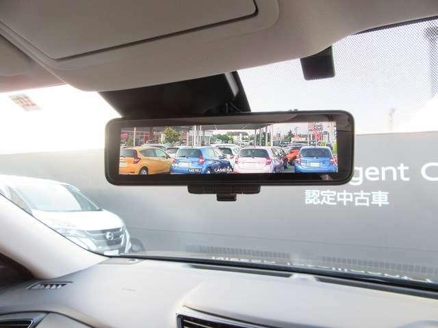 スマートルームミラー☆車体の後ろに取り付けたカメラで後方の様子を写し、その画像を提供します!