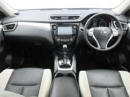 メーカーオプションのメモリーナビ・ETC・クルーズコントロール・社外ドライブレコーダー・オ-トエアコン・インテリジェントキ-等を装備する運転席まわり。