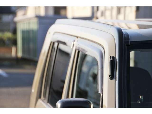 ご納車につきましては店頭渡しが前提ですので、ご自宅にお届けする際は別途納車費用が掛かります。お届けは日本全国対応致します。地域によって費用が異なりますので詳細につきましてはお問い合わせ下さい。
