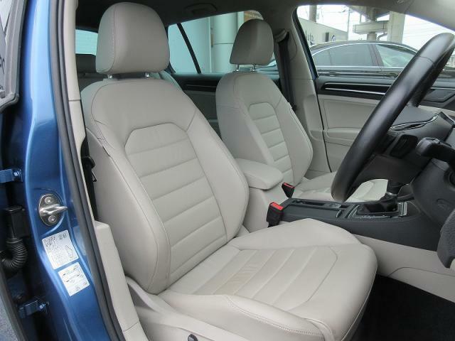 フロントシートすべてのシートは座り心地に優れ、長距離ドライブも疲れにくく、快適に過ごせます。