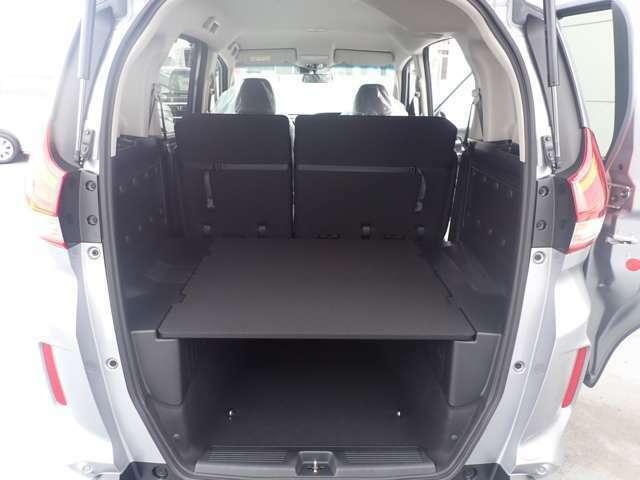 【多彩に使えるラゲッジ】荷室開口高を低くしたおかげで積載量も大幅にアップ!