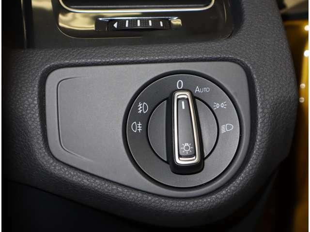 オートライトが付いてます。周囲の暗さに合わせて自動でライトが点灯、するので事故防止に役立ちます。