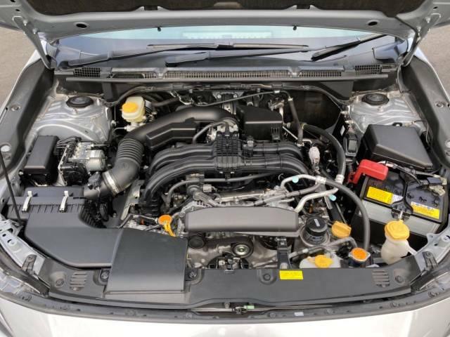 SYMMETRICAL AWD。重心が低い水平対向エンジンとパワートレインが前後左右にバランスよく設計されているため直進安定性にすぐれ日常走行から高速走行まで快適で安心感に満ちた走りが可能となります。