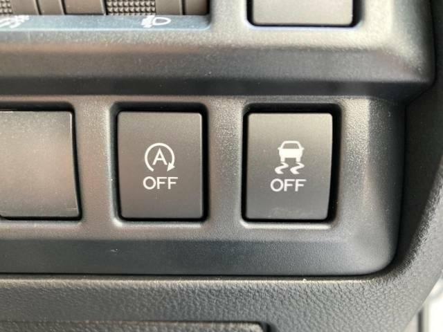 【アイドリングストップ】車が停車すると自動的にエンジンを停止し、無駄な燃費消費や排出ガスを抑えます。素早くエンジンを再始動させるなど、ドライバーの感覚とズレのない自然な抑制を目指しています。