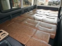 フルフラットベッド展開は車中泊など便利です
