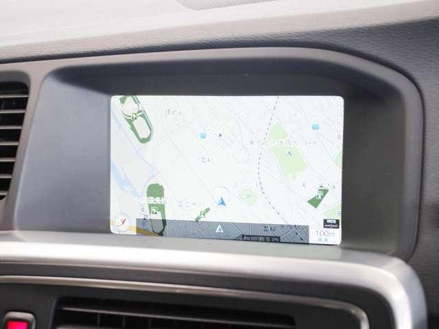 見やすいレイアウトに用意されたナビゲーションは大容量のHDDタイプです 地図データは詳細まで確認することができ、渋滞情報などの表示もスムーズです また地図データは無料で更新可能です
