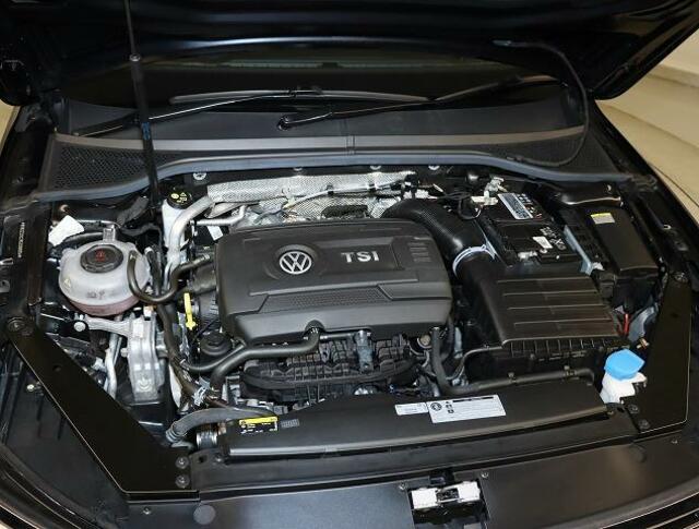 2.0TSIエンジン【ターボ付き直噴エンジンは、排気量のダウンサイジングにて、CO2の排出削減。排気量を下げて出力低下をターボにて空気量を上げ高効率燃焼。そして、高出力、低燃費を実現】