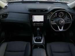 高級感のあるインテリアです。シンプルながら機能的でゆったり快適ドライブができると評判です。