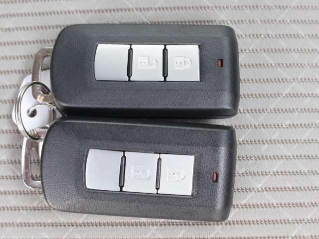 インテリジェントキーは、ポケットやカバンに鍵を入れたままのロック開閉ができます!