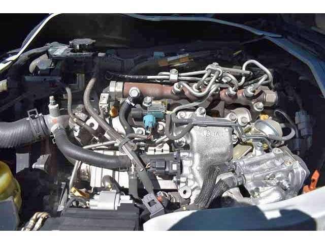 エンジンはただきれいなだけではなく、オイルエレメント・フューエルフィルター・エアクリーナーなどの消耗品は新品に交換して、安心してお乗りいただけますよう専門店ならではの徹底した整備を実施しております。