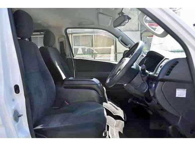 中古車にありがちなシートのタバコ穴やスレ傷、汚れや黄ばみなどお客様に快適にお乗りいただけますよう徹底した管理をしております。