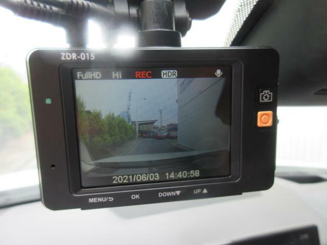 前後ドライブレコーダーも装備しています。万一の事故の際、録画映像が役に立つこともございます。別途記録用マイクロSDカードが必要です。