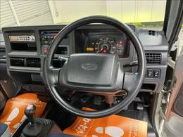 今回紹介させていただく車両は、H23サンバートラックです。グレードはTCスーパーチャージャーです。