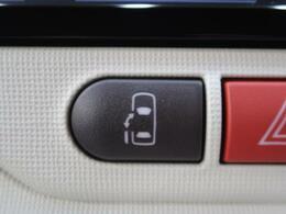 【片側電動スライドドア】助手席側はスライドタイプのドアになっており、お子さんやお年寄りでも乗り降りがしやすい!