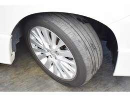 ホイール自体は問題なし。タイヤはこの通り安全に乗れる状態にないので新品納車となります。