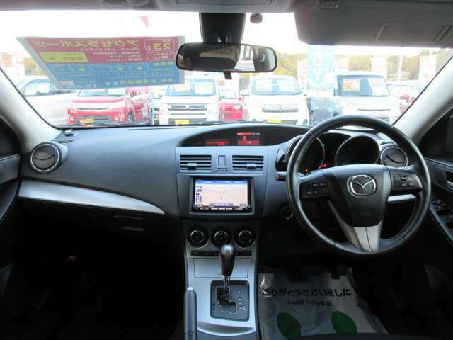 当社の車両には『安心して車選びをしていただく為に』お支払い総額を表示しております。税金、自賠責保険、リサイクル料金、登録費用が含まれております。管轄登録及び届出で店頭納車の場合になります。