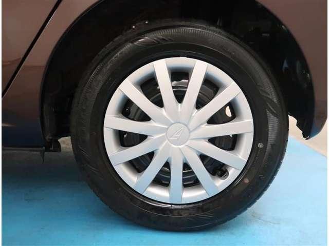 【155/70R13】タイヤの残り溝もしっかり残っております。ご納車前に点検・空気圧調整もさせて頂きますので、ご安心下さい。