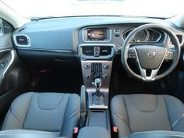 トールハンマー型フルLEDヘッドライト搭載のコンパクトシティカーV40クロスカントリーが入庫致しました!ブラックシートの落ち着いた雰囲気により、ドライブに出かけたくなるデザインです。