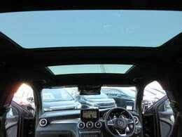 専用ガラスルーフ♪ 開放感があり、車内も明るくなりますね♪