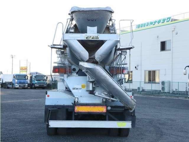 【車両総重量】19990kg  【最大積載量】9900kg  【対応免許】大型免許