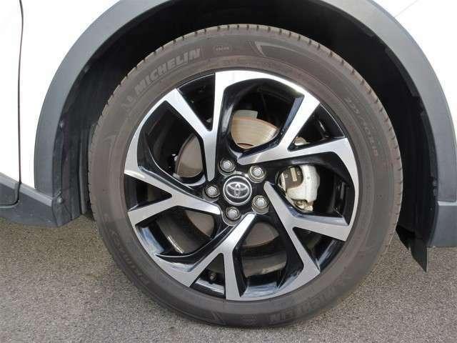 純正18インチAW!車にとって大切なタイヤ♪ご覧の通り、しっかり残ってます!引き続き、安心して乗って頂けます!