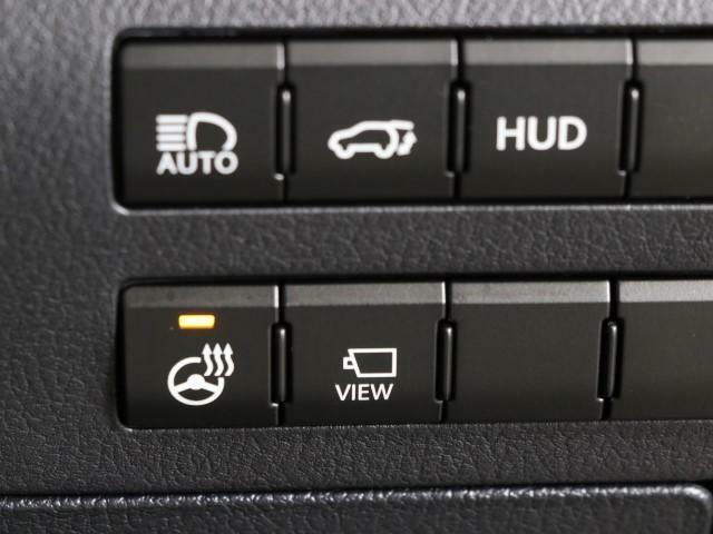 操作性の良い位置にスイッチが配置され、運転に集中できる環境となっております。安全運転につながる部分ですので、是非ご体感くださいませ。