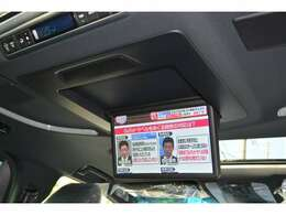 ■13.3インチのリヤエンターテイメントが標準装備されておりますので、後席にお乗りの方も退屈させません。