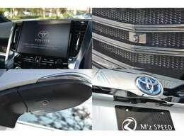 ■10.5インチT-Connect SDナビが標準装備されており、DVDやブルーレイ等のメディア再生だけでなく、パノラミックビュー機能も搭載されている為、駐車時に上から見下ろした映像が映し出され安全に駐車できます。