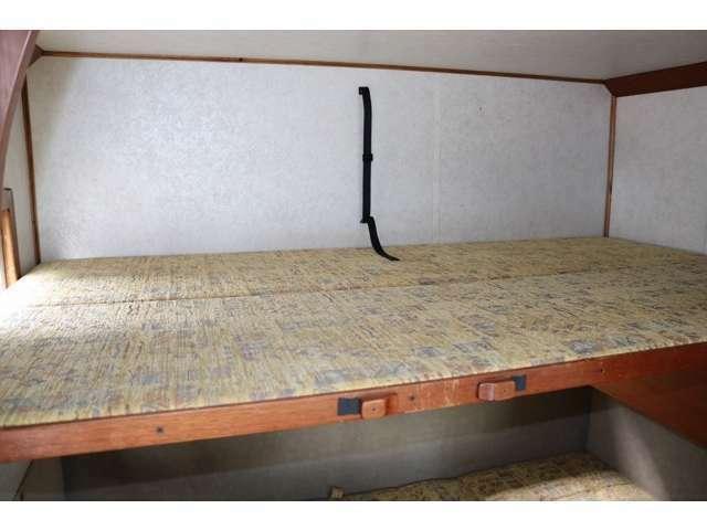 上段ベッドも190cm×110cmで大人2名就寝可能です☆