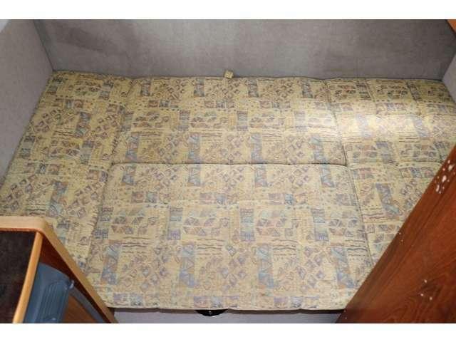 下段は大人2名就寝可能なベッドで190cm×110cm