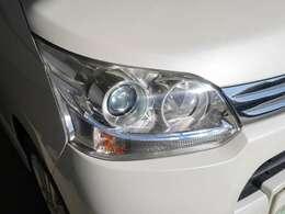 【LEDヘッドランプ】LEDランプは、本当に明るくて安全です!暗い夜道からお客様を守ってくれますし、運転しやすいです!自慢にもなるかも?黄色いのハロゲンランプと見比べてみてください!