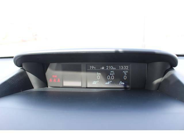【マルチファンクションディスプレー】インパネ中央上部にあるマルチファンクションディスプレーでは各種車両情報をわかりやすくドライバーに伝えます。画像はサイドカメラ&バックソナーモードです。