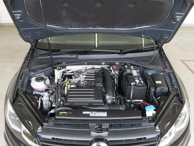 1.2L TSIエンジン:DOHC(4バルブ)エンジンにアルミブロックを採用することで単体重量の軽量化に成功し、低燃費を実現しました。