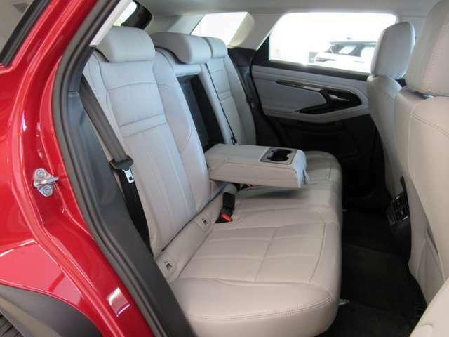 フルモデルチェンジで後部座席も広くなりました。実車でご確認ください。