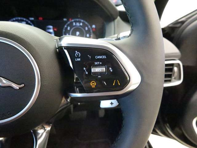 ドライブパック(113,000円)・アダプティブクルーズコントロール ・ブラインドスポットアシスト ・ハイスピードエマージェンシーブレーキ安全機能装備