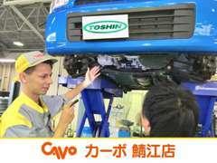 車検当日、お客様に立ち会っていただき、一緒にお車の状態を確認して から車検整備を行います。