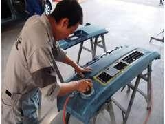 ◆自社保有の大型鈑金・塗装工場◆万が一お車をぶつけてしまった場合でも大丈夫!外注せず 『凹み直し→塗装』 まで致します!