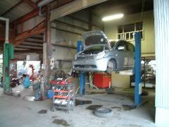 自社工場完備でオイル交換から車検・一般修理まで対応致します。