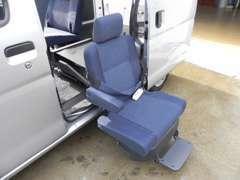 本格的な福祉車両は・・長期間は使わない・・等のお客様には、普段は普通車として使用できる福祉車両もございます!