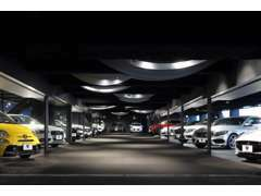 正規輸入車専門店ユニバース堺!人気モデルから希少車まで、総在庫300台以上でお待ちしております!